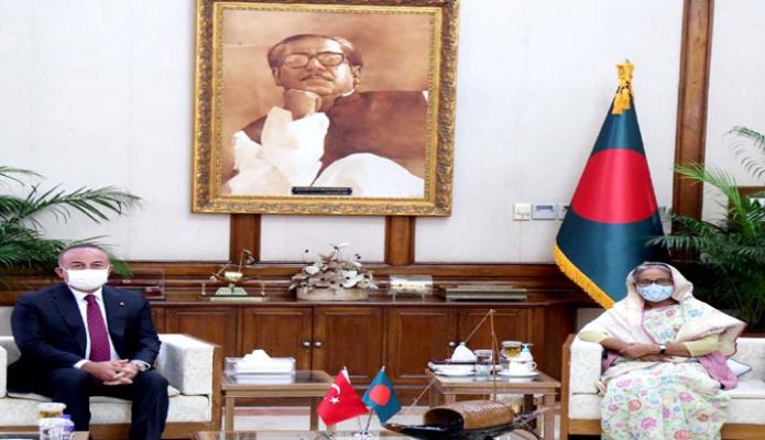 বুধবার প্রধানমন্ত্রী শেখ হাসিনার সাথে গণভবনে তুরস্কের পররাষ্ট্র মন্ত্রী মেভলুত সাভাসগলু সাক্ষাৎ করেন -পিআইডি