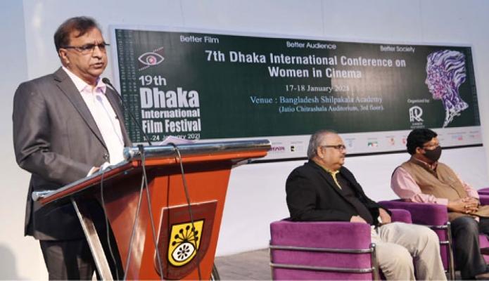 রবিবার সংস্কৃতি বিষয়ক প্রতিমন্ত্রী কে এম খালিদ ঢাকায় বাংলাদেশ শিল্পকলা একাডেমির জাতীয় চিত্রশালা মিরনায়তনে '7th  Dhaka Internitional Conference on Women in Cinema' শীর্ষক অনুষ্ঠানে প্রধান অতিথির বক্তৃতা করেন -পিআইডি