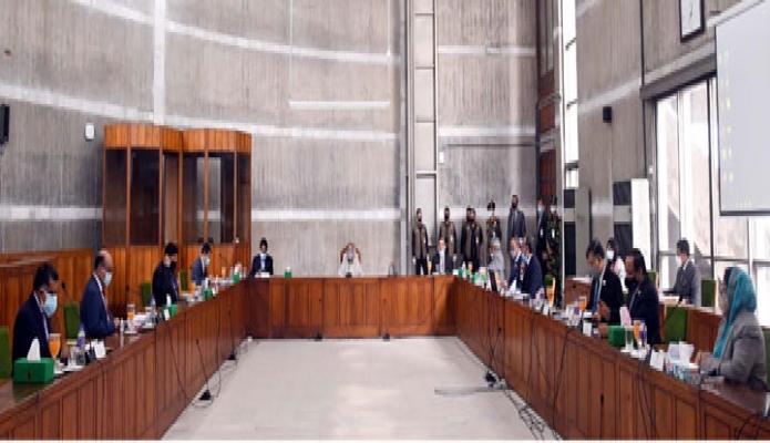 সোমবার প্রদানমন্ত্রী শেখ হাসিনা জাতীয় সংসদ ভবনের মন্ত্রিপরিষদ বৈঠকে সভাপতিত্ব করেন -পিআইডি