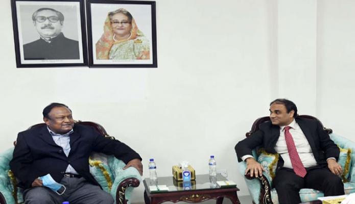 বুধবার বাণিজ্যমন্তী টিপু মুনশির সাথে মন্ত্রণালয়ের অফিস কক্ষে পাকিস্তানের হাইকমিশনার ''Imran Ahmed Siddiqui,, সাক্ষাৎ করেন -পিআইডি