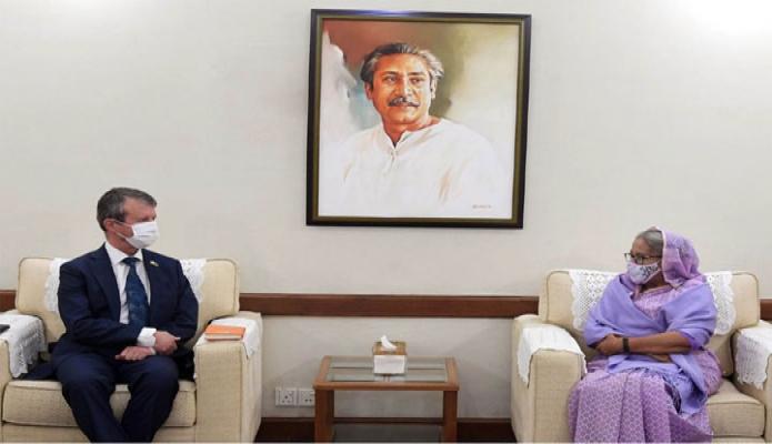 রবিবার প্রধানমন্ত্রী শেখ হাসিনার সাথে গণভবনে নরওয়ের রাষ্ট্রদূত 'Espen Rikter-Svendsen' সাক্ষাৎ করেন -পিআইডি