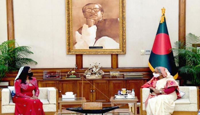 বুধবার প্রধানমন্ত্রী শেখ হাসিনার সাথে গণভবনে বাংলাদেশে নবনিযুক্ত মালদ্বীপের হাইকমিশনার 'Shiruzinmath Sameer, সাক্ষাৎ করেন -পিআইডি