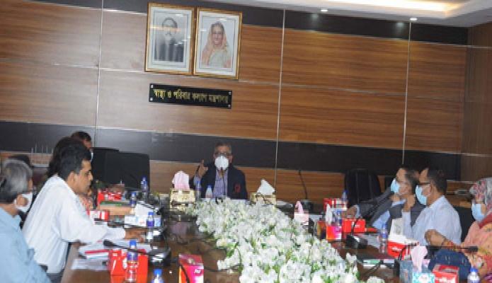 বুধবার স্বাস্থামন্ত্রী জাহিদ মালেক মন্ত্রণালয়ের সভাকক্ষে 'কাভিড-১৯ ভ্যাকসিন ডেপ্লয়মেন্ট ও ব্যবস্থাপনা' বিষয়ক সভায় সভাপতিত্ব করেন -পিআইডি