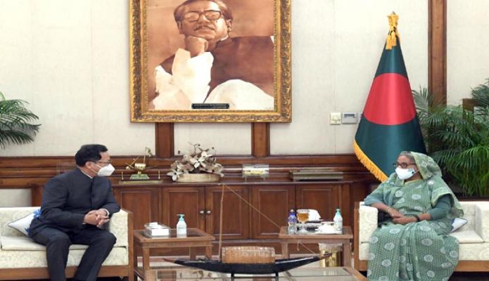 সোমবার প্রধানমন্ত্রী শেখ হাসিনার সাথে গণভবনে চীনের রাষ্ট্রদূত লি জিমিং সাক্ষাৎ করেন -পিআইডি