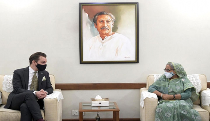 সোমবার প্রধানমন্ত্রী শেখ হাসিনার সাথে গণভবনে সুইডেনের আন্তর্জাতিক উন্নয়ন সহযোগিতা বিষয়ক মন্ত্রী Per Olsson Fridh সাক্ষাৎ করেন -পিআইডি
