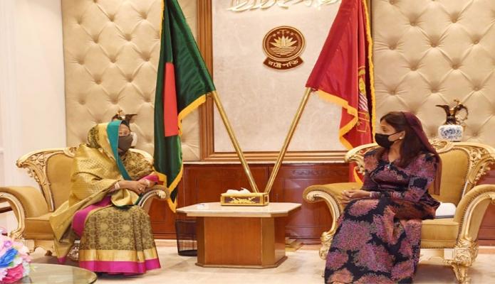 বৃহস্পতিবার রাষ্ট্রপতির সহধর্মিণী রাশিদা খানমের সাথে বঙ্গভবনে মালদ্বীপের ফাস্ট লেডি ফাজনা আহমেদ সাক্ষাৎ করেন -পিআইডি