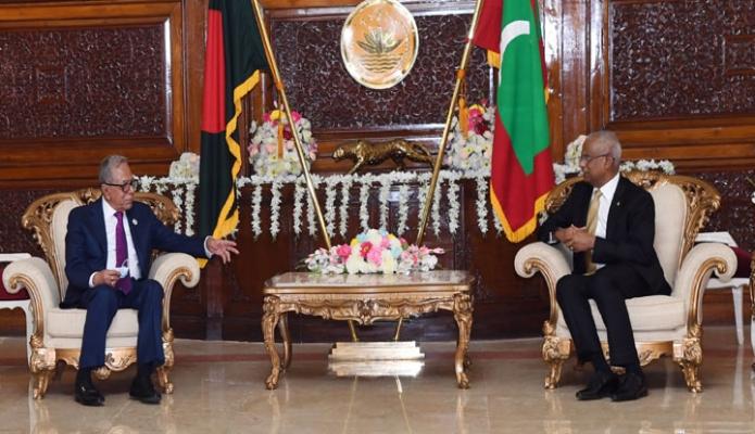 বৃহস্পতিবার রাষ্ট্রপতি মোঃ আবদুল হামিদের সাথে বঙ্গভবনে মালদ্বীপের রাষ্ট্রপতি ইব্রাহিম মোহামেদ সহিল সাক্ষাৎ করেন -পিআইডি