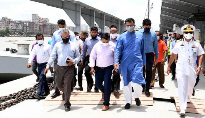 বুধবার নৌপরিবহন প্রতিমন্ত্রী খালিদ মাহমুদ চৌধুরী ঢাকায় সদরঘাট লঞ্চ টার্মিনালের বিভিন্ন উন্নয়নমূলক কাজ পরিদর্শন করেন -পিআইডি