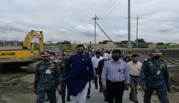 বৃহস্পতিবার নৌপরিবহন প্রতিমন্ত্রী খালিদ মাহমুদ চৌধুরী চট্রগ্রাম বন্দও কর্তৃপক্ষের 'পতেঙ্গা কন্টেইনার টার্মিনাল' এবং 'বে-টার্মিনাল নির্মাণ' প্রকল্প পরিদর্শন করেন -পিআইডি