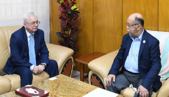 বুধবার শিল্পমন্ত্রী নুরুল মজিদ মাহমুদ হুমায়ুন এর সাথে ঢাকায় তাঁর অফিসকক্ষে রাশিয়ার রাষ্ট্রদূত 'Alexander Vikentyevich Mantytskiy, সাক্ষাৎ করেন -পিআইডি